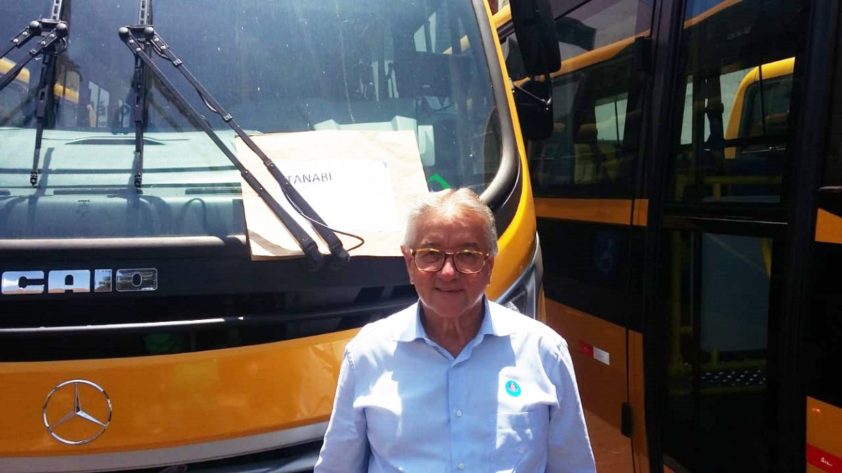 Tanabi recebeu hoje mais um ônibus para o transporte de alunos no município