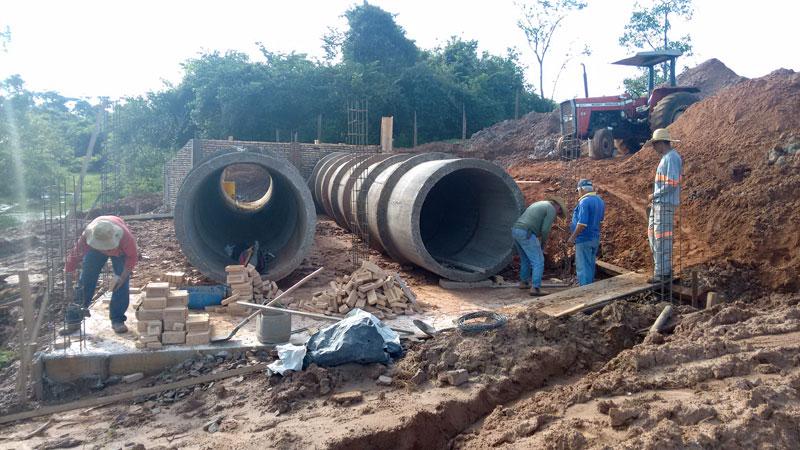 Ponte do bairro das Perobas, que foi arrancada pelas fortes chuvas que caíram no município deverá ser finalizada nas próximas semanas