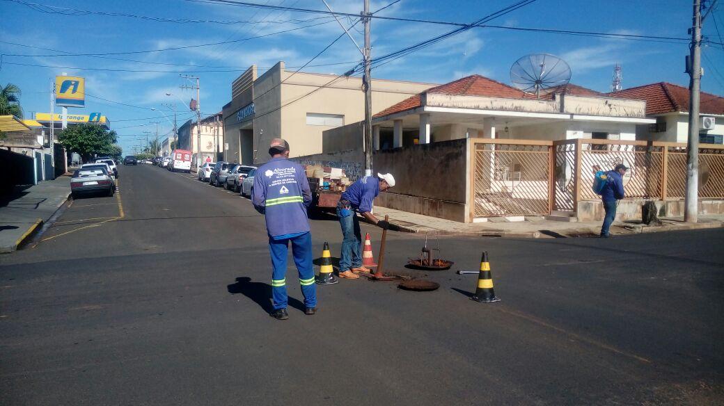 Prefeitura Municipal de Tanabi realiza dedetização em PVs e bueiros da cidade