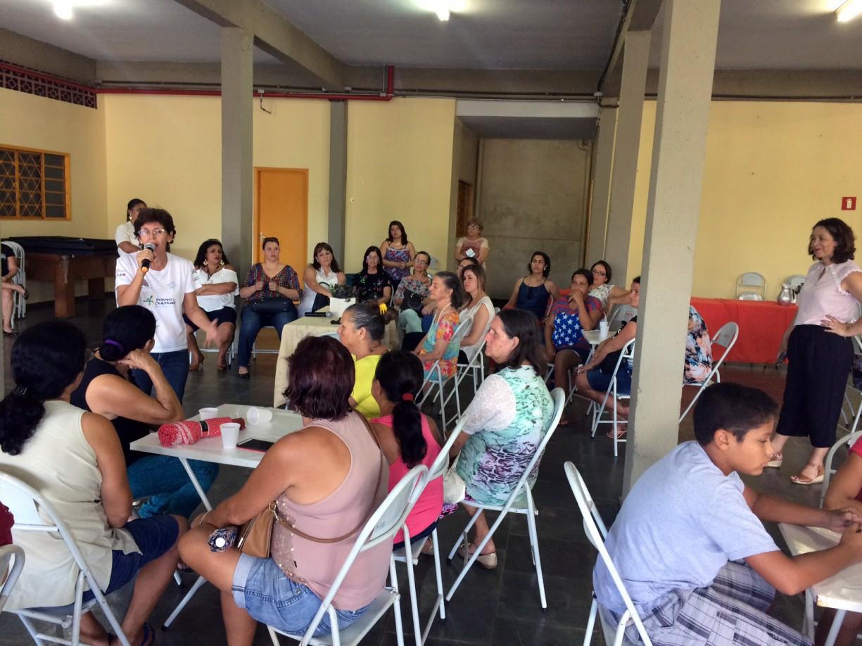 Café da tarde em homenagem as mulheres