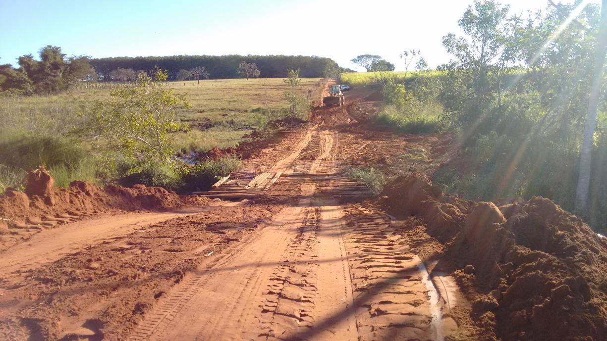 Serviços Gerais finalizou os trabalhos de construção da ponte no Zé Lopes região do bairro do Espraiado