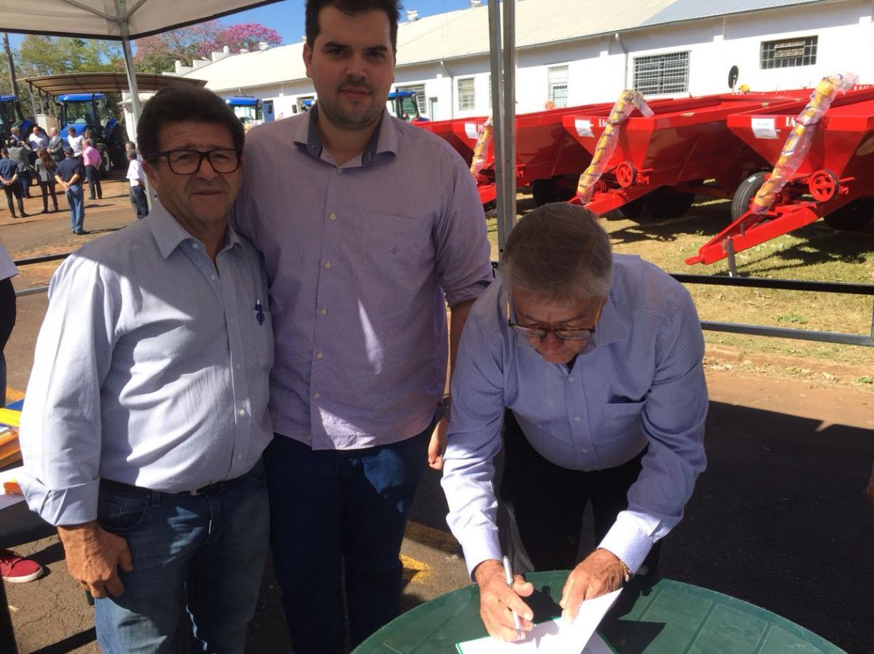 """Tanabi recebeu hoje na cidade de Campinas um trator e três implementos agrícolas do kit """"Patrulha Agrícola"""""""