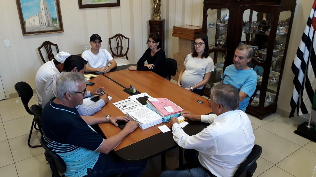 O Prefeito Norair recebeu nesta quarta-feira a equipe de diretores da construtora S Figueiredo, que nos próximos dias, dará inicio a construção das 184 casas do CDHU na zona norte da Cidade