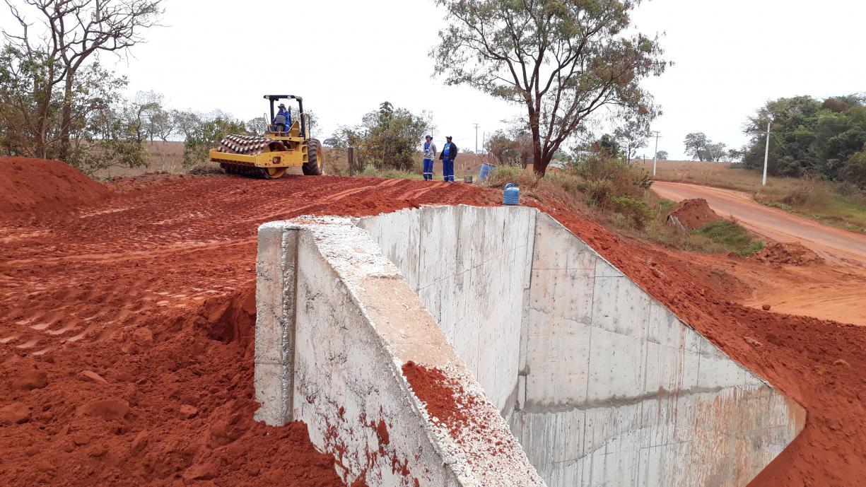 Obras de construção da ponte no Km 15 da Vicinal Isidoro Saran já estão 90% concluídas