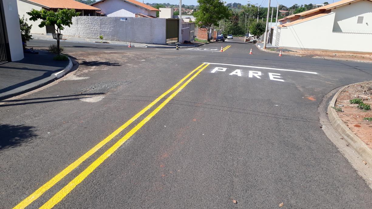 Pintura da sinalização de trânsito horizontal começou a ser feita esta semana em diversos bairros novos da cidade