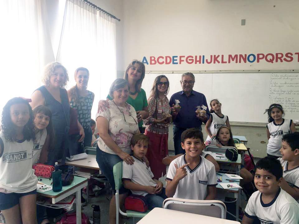 Prefeitura de Tanabi distribui panetones aos alunos da rede municipal de ensino