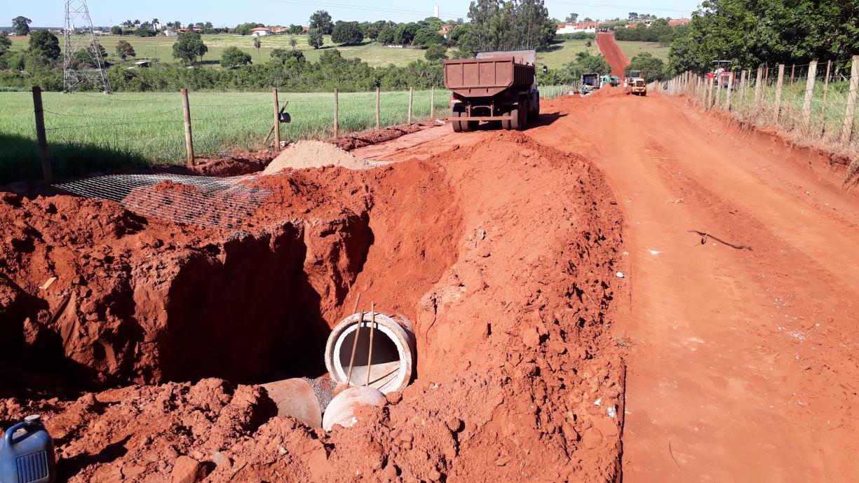 Obras de construção da galeria de águas pluviais na Avenida José Vieira de Souza continuam em ritmo acelerado