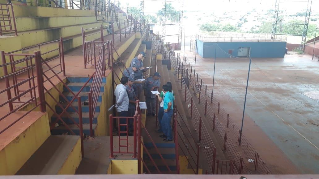 Vereador Tenente Osmar e Secretaria de Obras acompanharam os Bombeiros em vistoria técnica no Ginásio de Esportes da Nova Tanabi