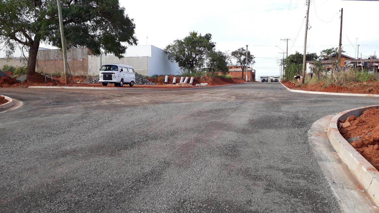 Pavimentação da Rua Sebastião de Carvalho começa a tomar forma