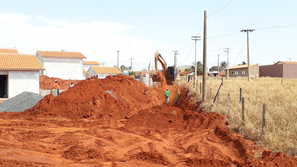 Mais uma importante obra é iniciada no município, a pavimentação da Rua Antilha, no bairro de Ibiporanga