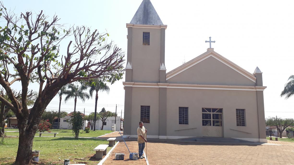 Prefeitura realiza revitalização da pintura da Praça José Josué Paglione em Ibiporanga