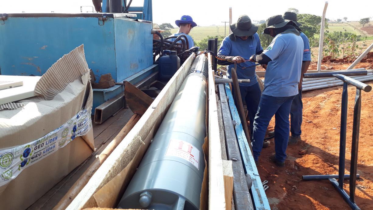 Prefeitura instala nova bomba para a captação de água na COHAB III