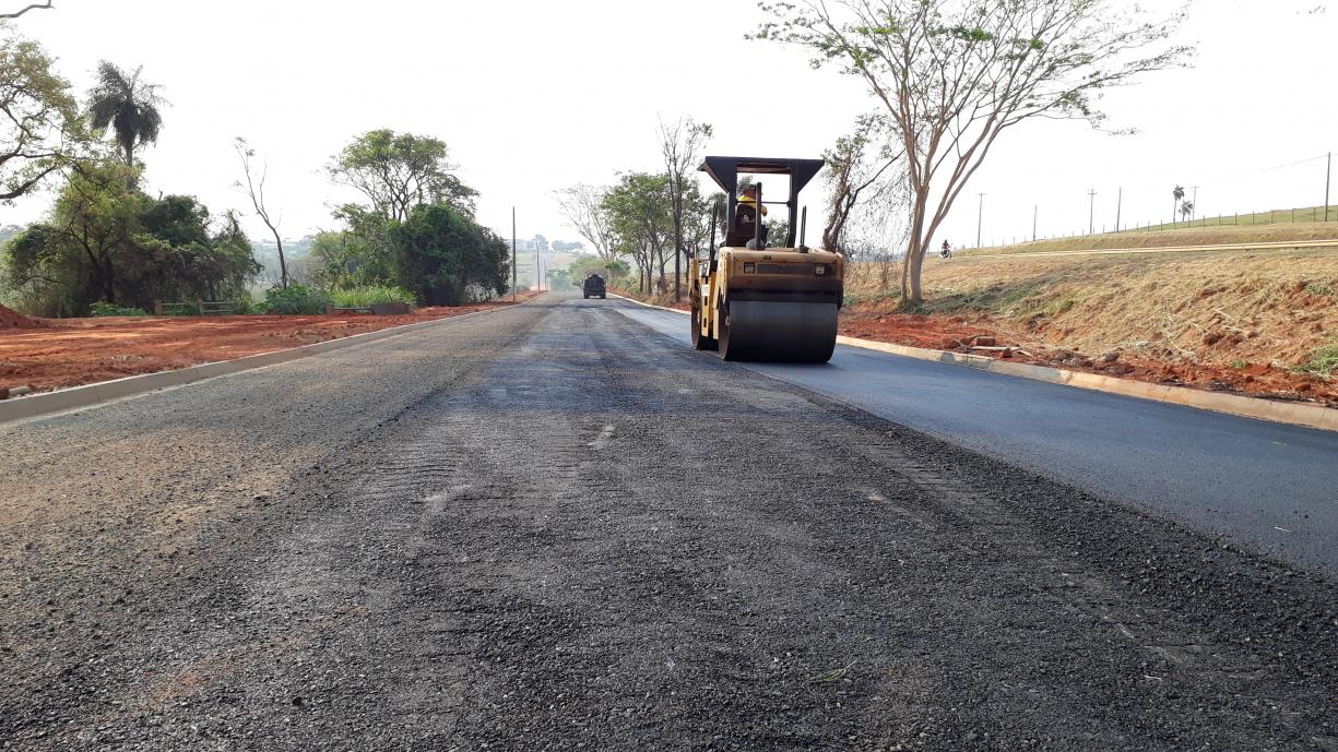Prefeitura iniciou a pavimentação do último trecho da Avenida Marginal Domingos Galego Dias