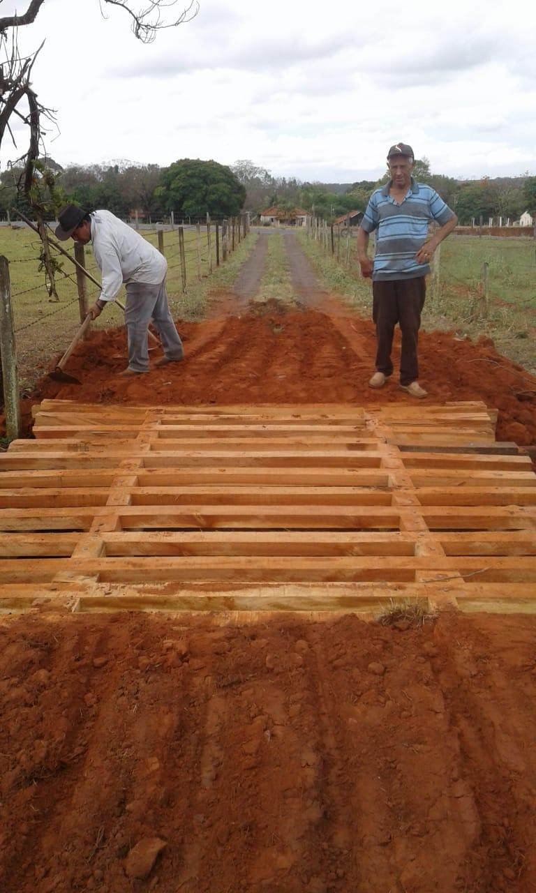 Conservação e manutenção de estradas, pontes e mata-burros