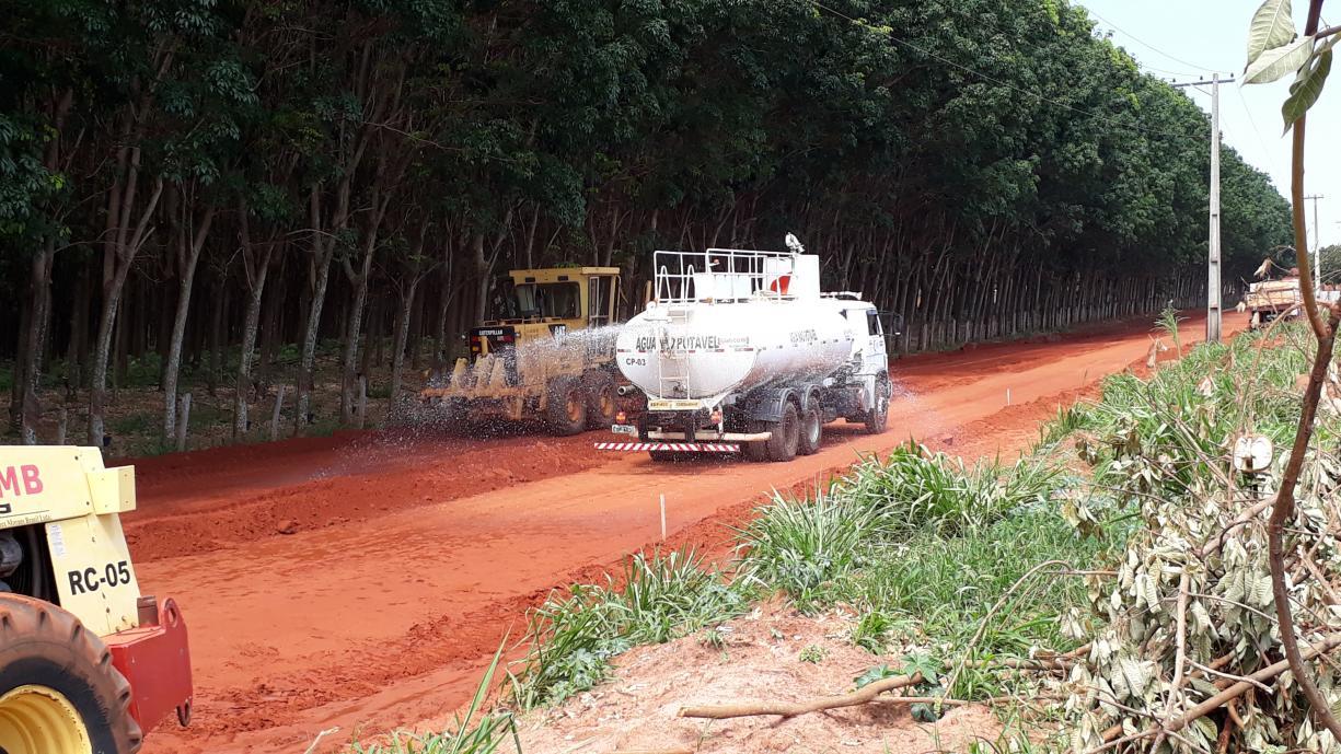 Guias e sarjetas começam a ser construídas na Rua Amazonas, no bairro do Ecatu