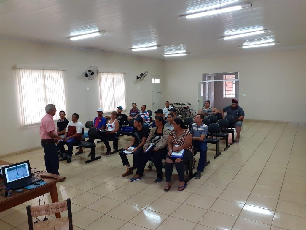 Secretaria de Agricultura de Tanabi realizou curso de capacitação profissional de sangria em seringueira