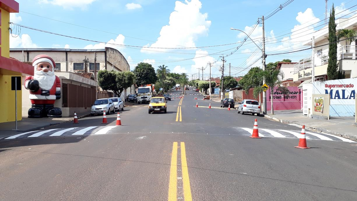 Avenida Antônio Lopes Cabrera recebe sinalização de Trânsito