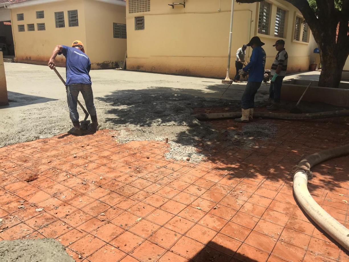 Pátio externo da escola Ganot Chateaubriand está sendo revitalizado