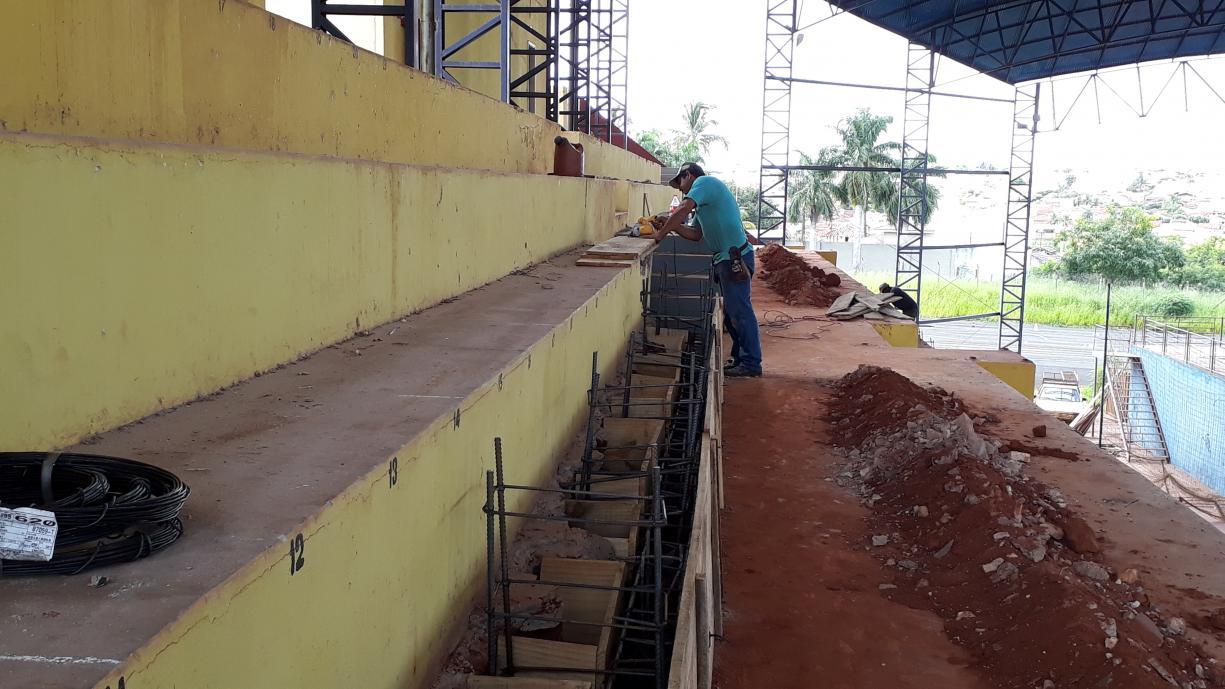 Atendendo a normas do Corpo de Bombeiros Prefeitura de Tanabi inicia obras de adaptação no Ginásio de Esportes Luiz Antônio Lopes