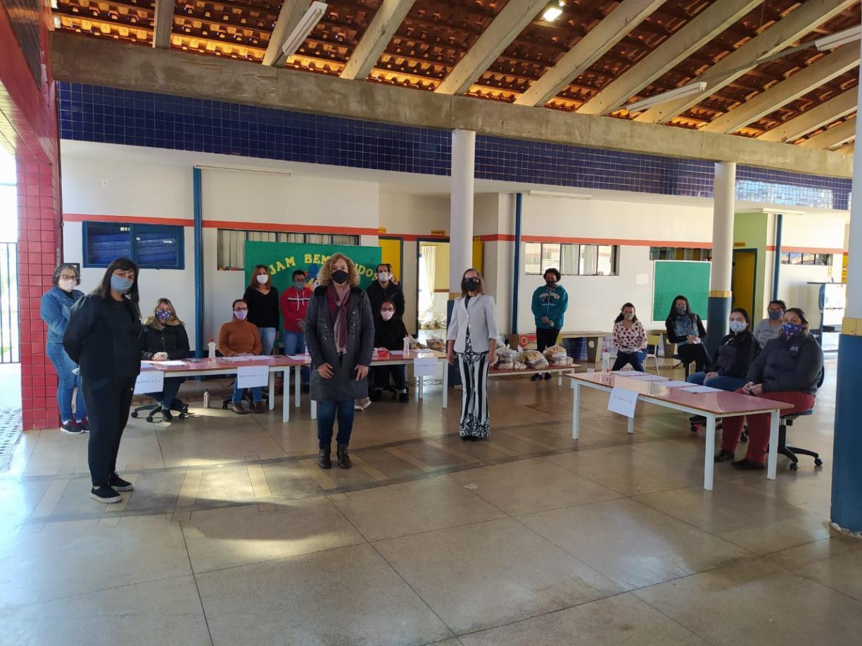 Prefeitura distribui Kits de Alimentação Escolar para alunos da rede municipal