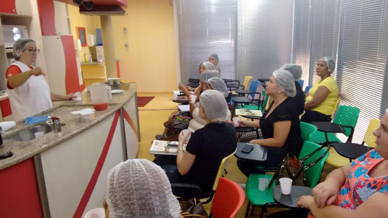 Unidade móvel de nutrição do SESI-SP oferece cursos gratuitos