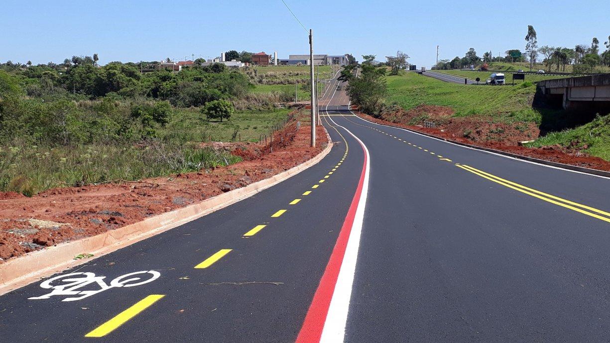 A Prefeitura concluiu os trabalhos de pintura da sinalização de trânsito na Avenida Marginal Domingos Galego Dias