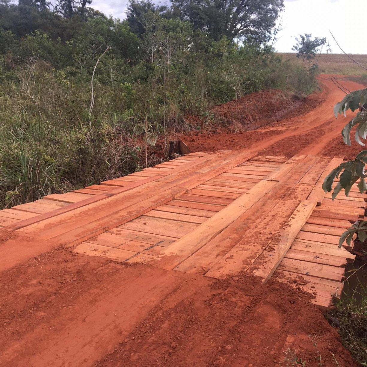 Com uma parceria entre Tanabi e Cosmorama a Ponte localizada no Córrego do Meio foi revitalizada esta semana