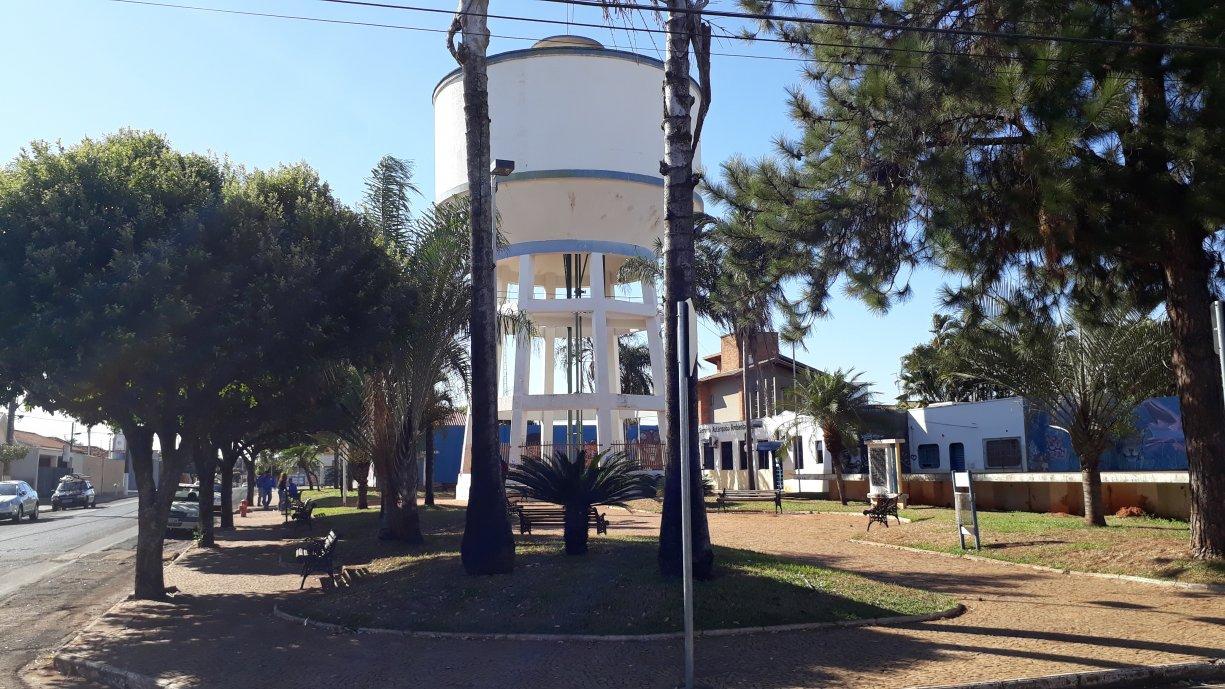 """Praça Prof. Silvio Bertoz, a Praça da Caixa D´Água na área central da cidade, agora tem """"Internet Grátis"""""""