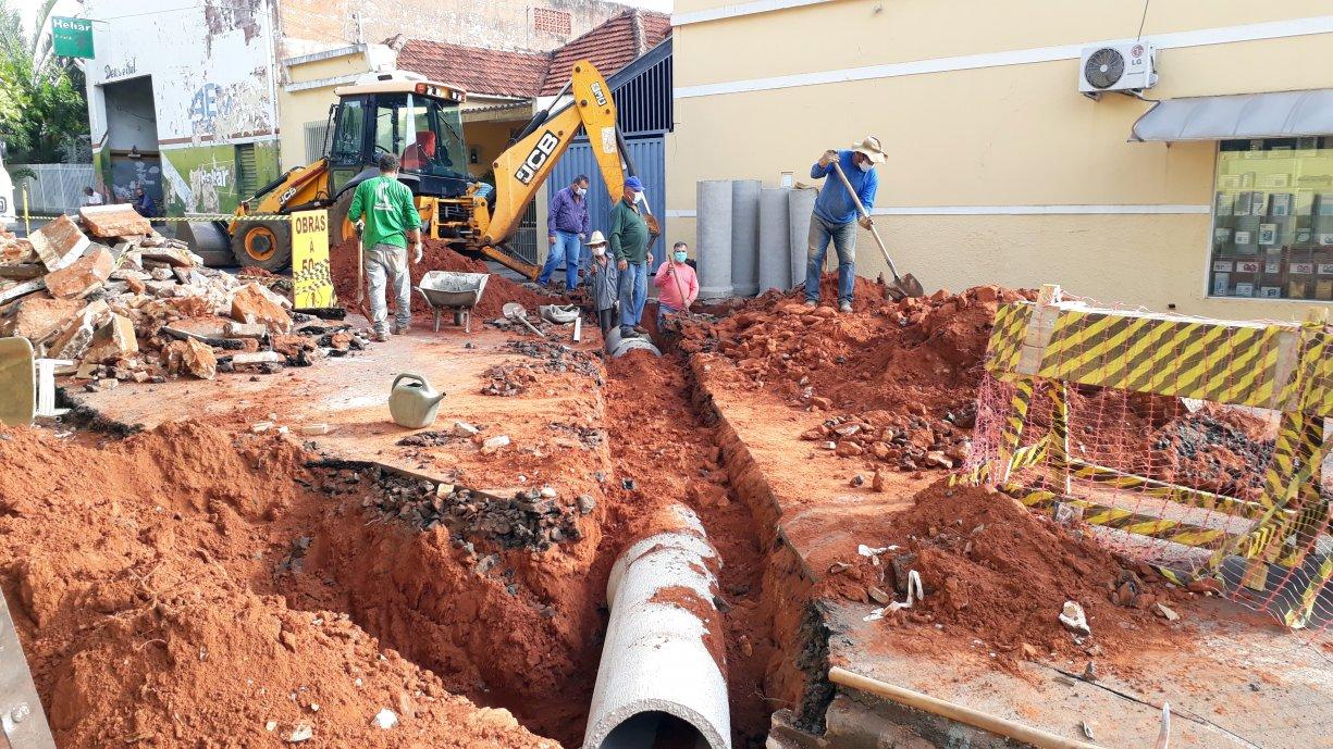 Prefeitura inicia a construção da drenagem em diversos cruzamentos da Coronel Militão