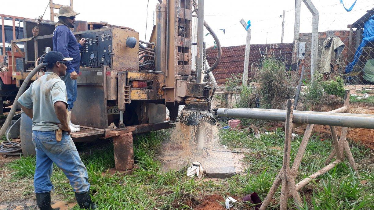 SAAT está realizando hoje trabalhos de aprofundamento no poço localizada no bairro Bom Jesus