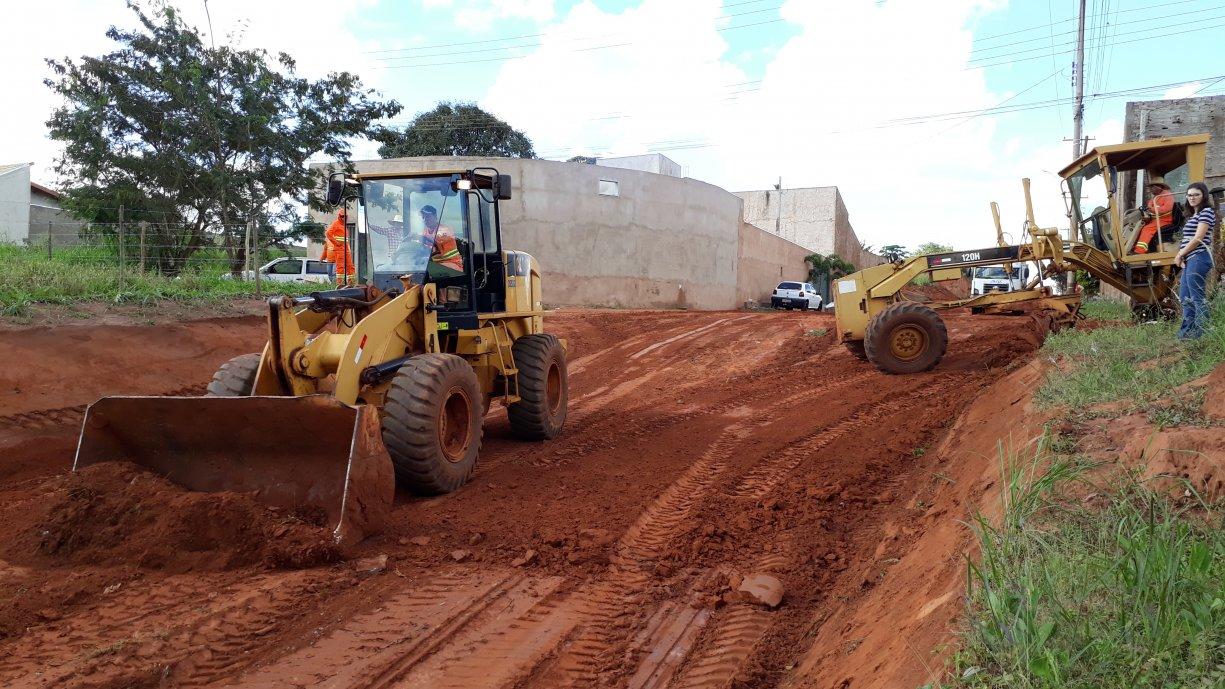 Prefeitura deu inicio esta semana as obras de terraplanagem da Rua Sebastião de Carvalho