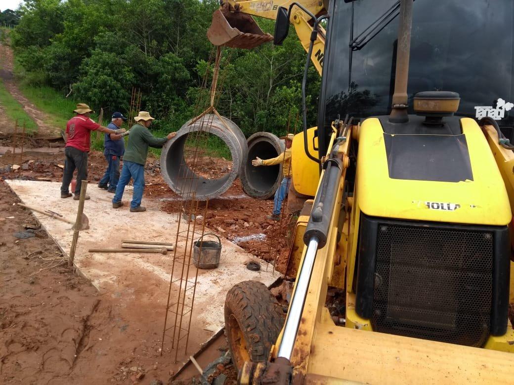Tubulações da nova ponte no córrego Jataí, região do bairro do Sapé, já foram instaladas