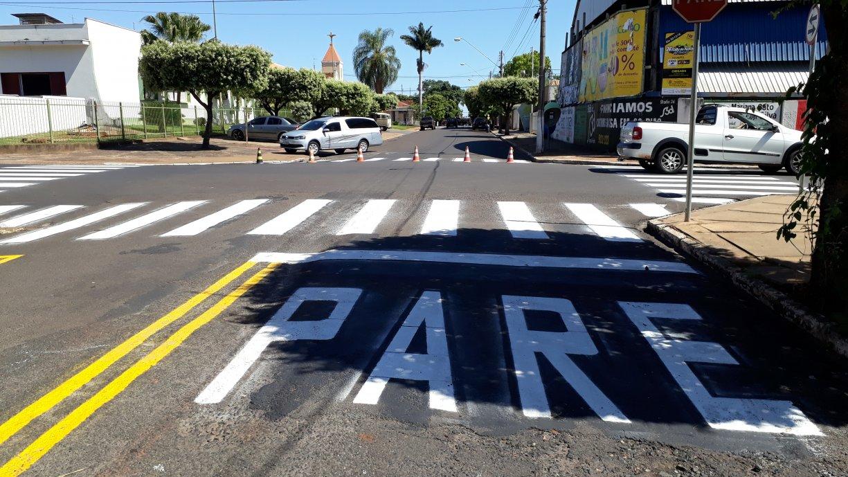 Prefeitura segue com a pintura da sinalização de trânsito na cidade