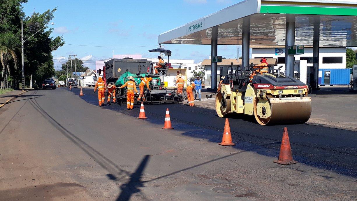 Prefeitura iniciou mais uma etapa de recape asfáltico em diversas ruas da cidade. O investimento desta vez é de mais de R$ 1,5 milhão