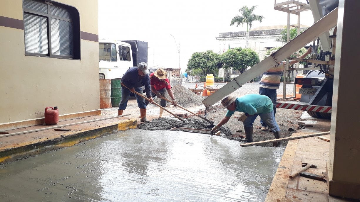 Prefeitura de Tanabi está realizando a reforma das plataformas do Terminal Rodoviário