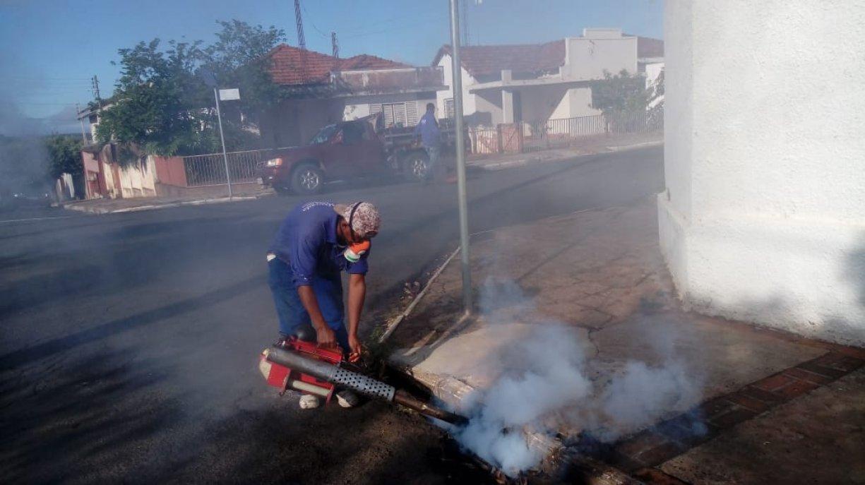 Prefeitura realiza dedetização em PVs e bueiros da cidade