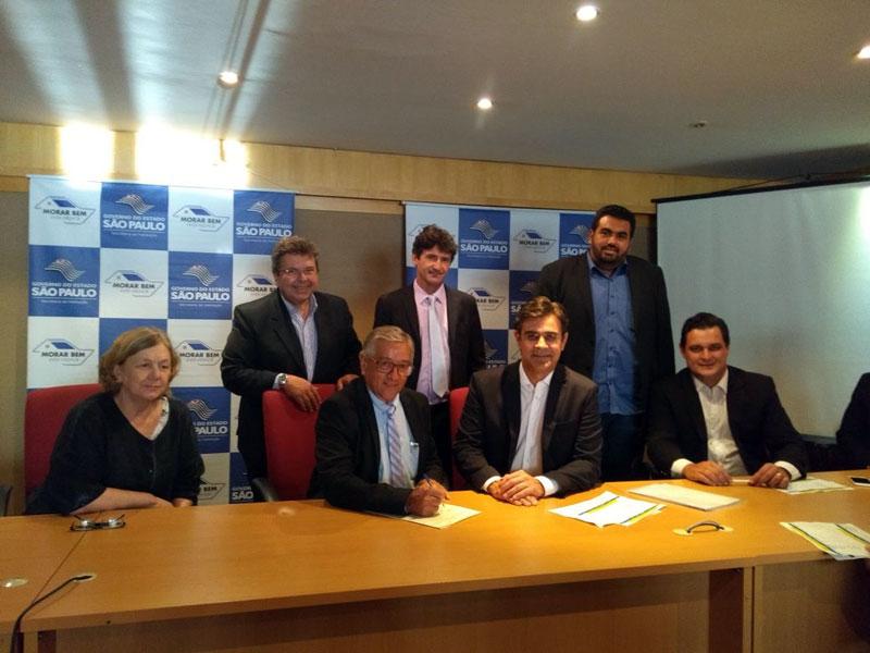 Norair assinou esta semana em São Paulo o termo de doação do terreno onde serão construídas 184 casas do CDHU
