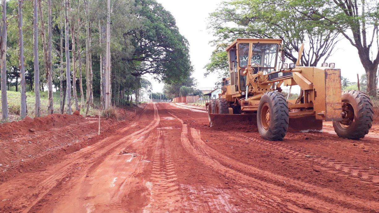 Trabalhos para a construção das guias e sarjetas na Rua Acácio Lemes de Faria já começaram