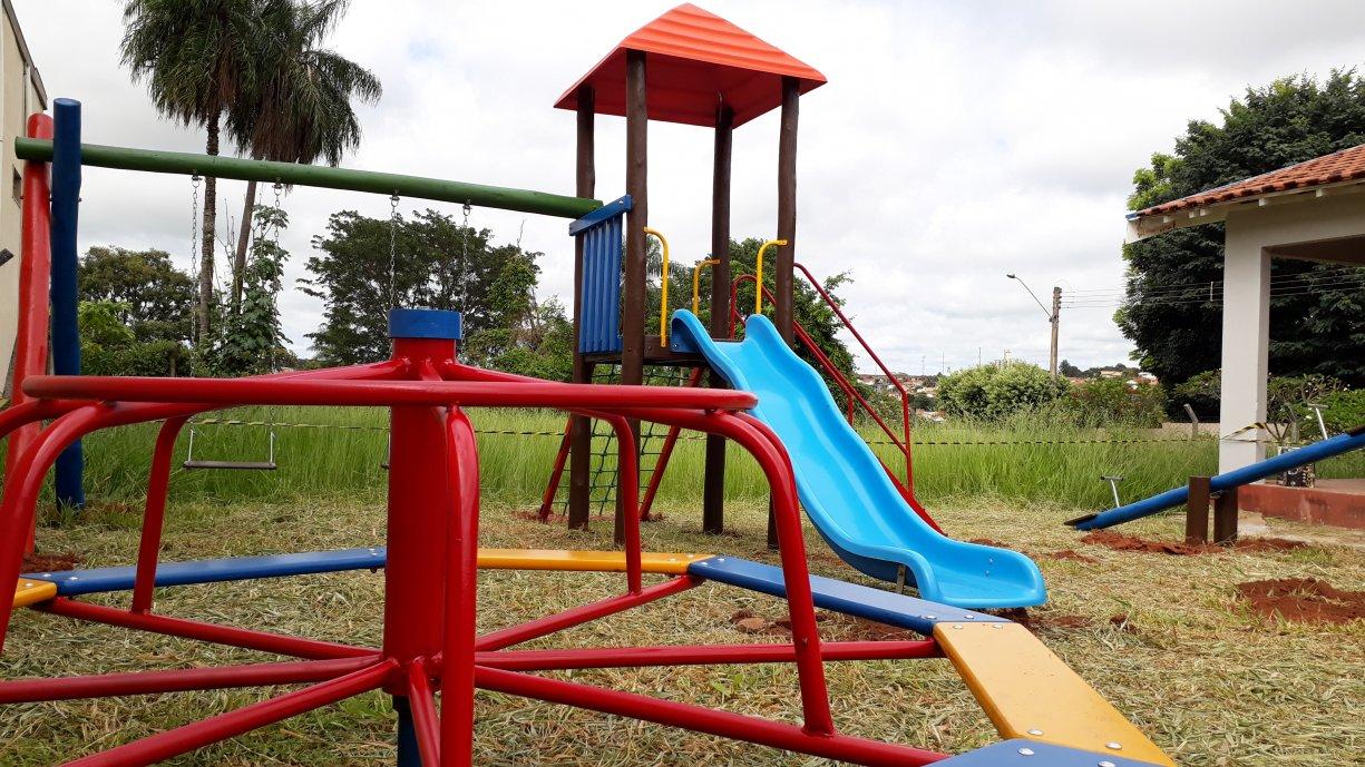 Prefeitura instala novos parquinhos e academias ao ar livre em diversos bairros do município