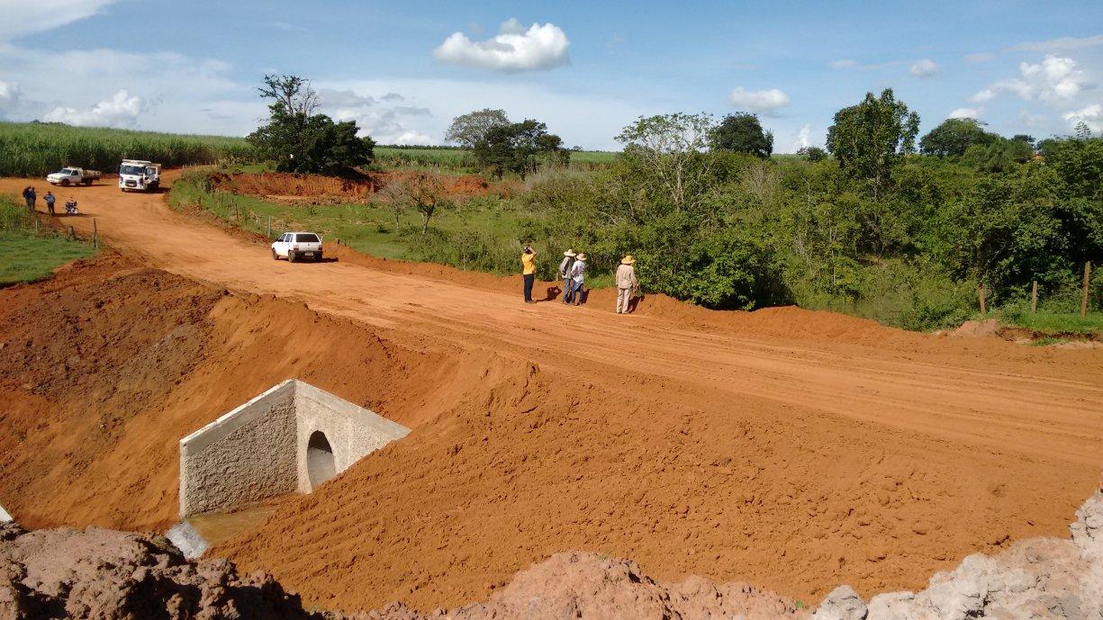 Obra de construção da ponte sobre o Córrego do Vergílio foi concluída