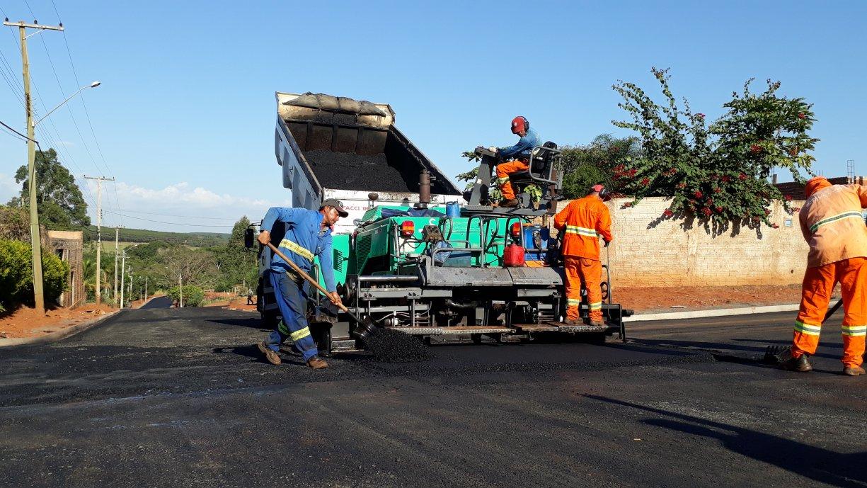 Prefeitura inicia obras de pavimentação na Rua Sebastião de Carvalho