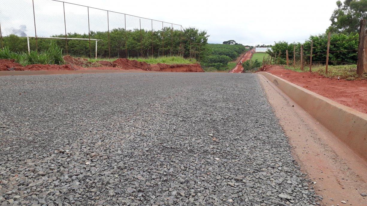 Avenida José Vieira de Souza começa a ser preparada para receber o asfalto