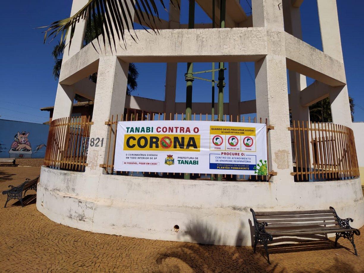 Prefeitura coloca faixas de conscientização pela cidade para combater o avanço do coronavírus
